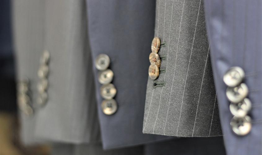 高級オーダースーツの袖ボタン