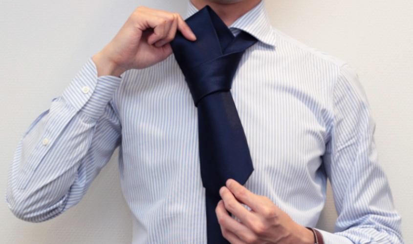 ネクタイのディンプルの作り方とその手順