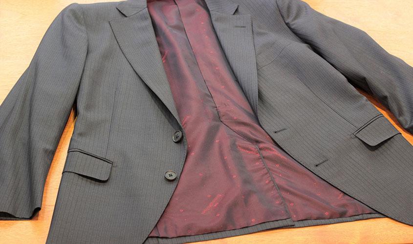 スーツの総裏