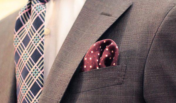 【写真で解説 大人のマナー】ポケットチーフの挿し方4種類
