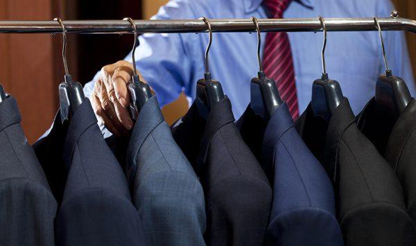 スーツは何着あれば安心?スーツの正しい着回し方法を解説