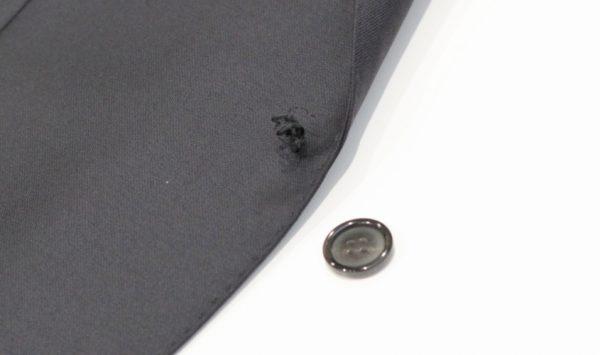 スーツのボタンの取り付け方 | いざという時のための修理法