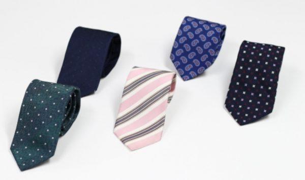 ネクタイ | クリーニング不要 正しいお手入れ方法