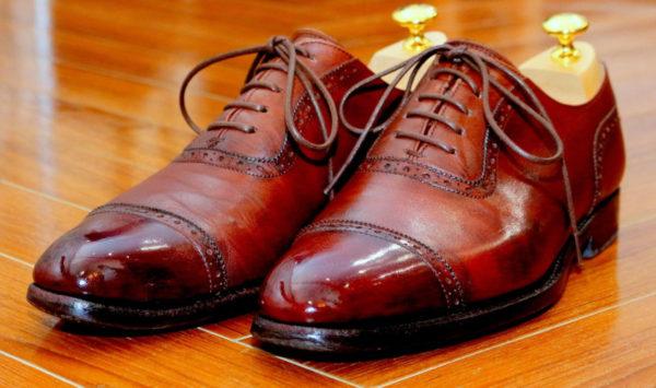 スーツに合わせるブラウンのビジネスシューズ
