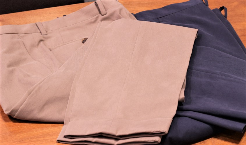 綿パンツとウールスラックスの違い