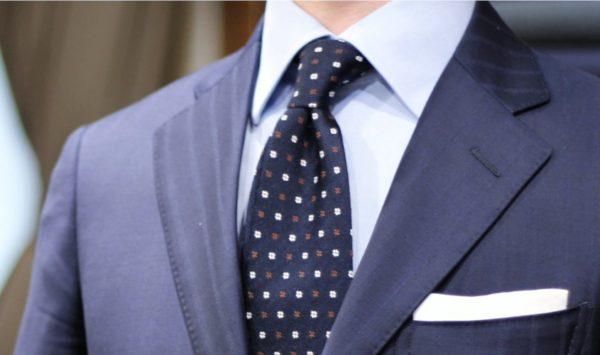万能カラー!ブルーのシャツとネクタイのコーディネート術
