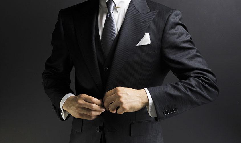 ブラックのスーツ