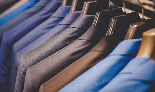 スーツの色で印象が変わる!場面に合わせた色選びマニュアル