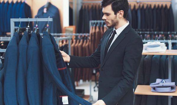 吊るしのスーツとは?あなたにふさわしいスーツの選択方法
