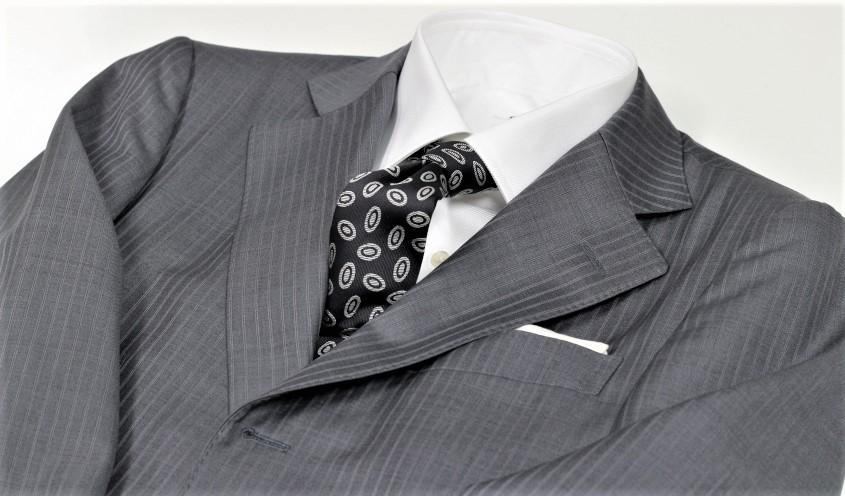 30代が着る明るい色めのスーツ