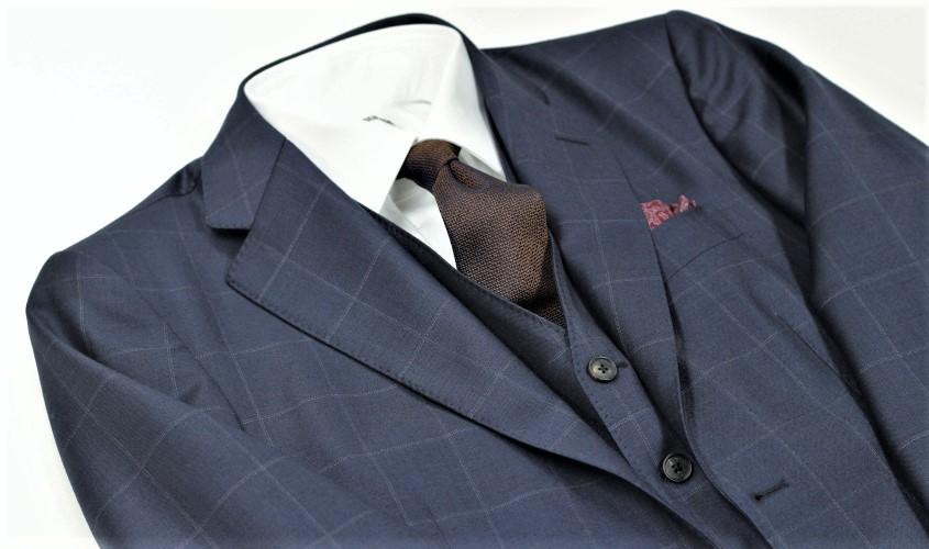 30代が着る大きな柄のスーツ