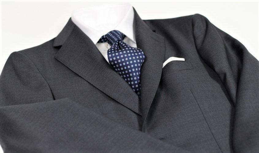 30代が着るネイビースーツ