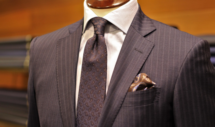 ペイズリー柄と小柄のスーツ