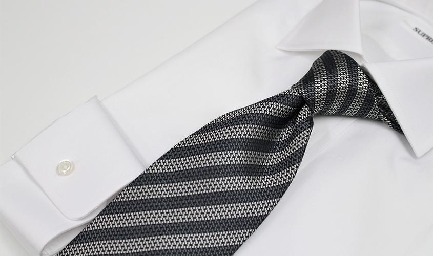 グレーのネクタイの意味