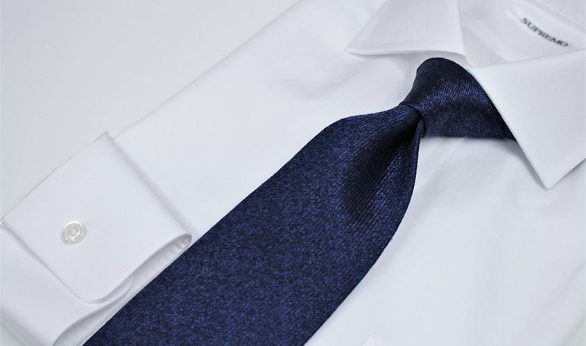 紺色ネイビーのネクタイの意味