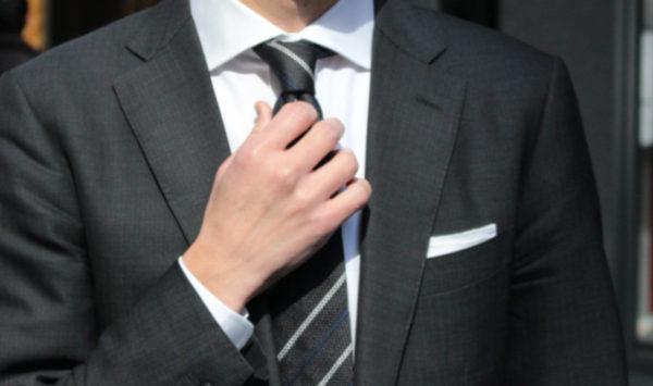 スーツを着る機会がない人ほど覚えておきたい | 最低限必要なスーツは?