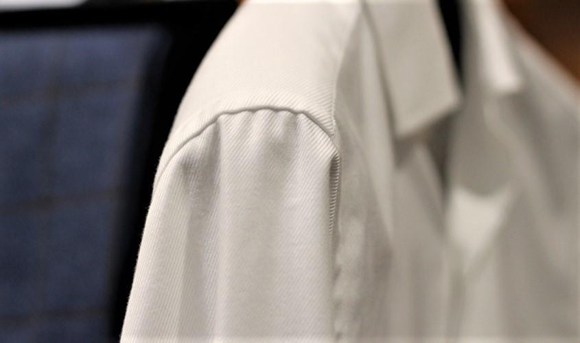 マニカカミーチャはシャツ袖