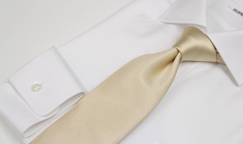 白やアイボリーのネクタイの意味