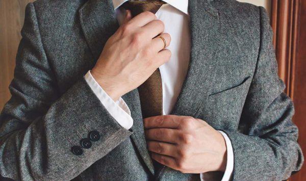 簡単でカッコいい!ネクタイの結び方